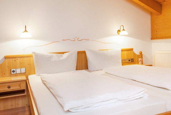 Ferienwohnung Giebelstueberl - Großes Komfortbett