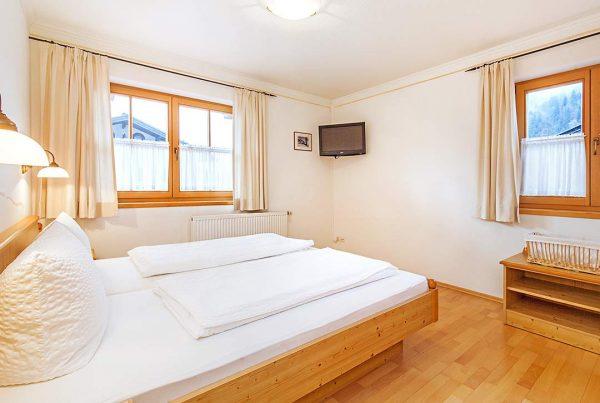 Ferienwohnung Unterberg - Großzügiges Schlafzimmer mit 26' FlatTV